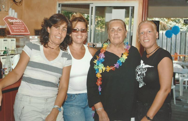 Photo of Dawn, her mother, and two of her sisters.